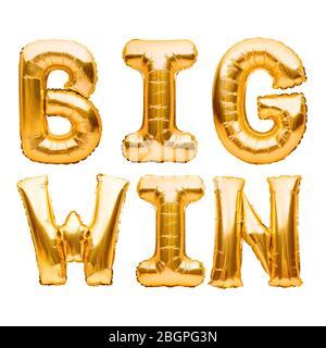 Goldene Worte GROSSEN SIEG aus goldenen aufblasbaren Ballons isoliert auf weiß. Gold Folie Helium Ballons, Zeichen für Online-Casino, Poker, Roulette, slot