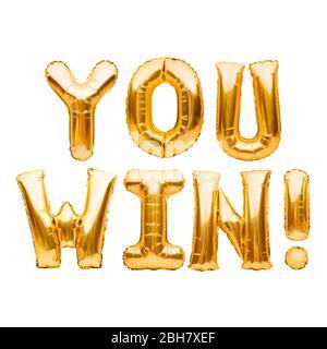 Wörter, DIE SIE GEWINNEN aus goldenen aufblasbaren Ballons isoliert auf weiß. Helium Ballons Gold Folie Buchstaben. Nachricht für Gewinner, Champion. Geschäftskonzept