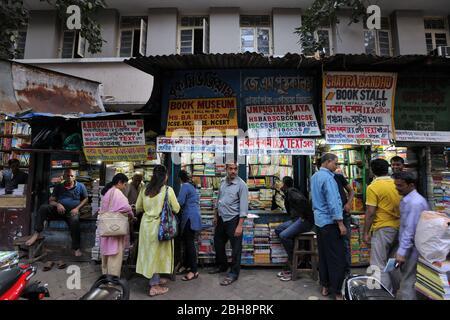 Buchmarkt College Street, Kalkutta, Calcutta, West Bengalen, Indien, Asien - Stockfoto