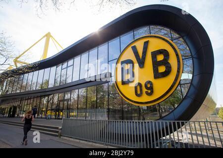 BVB Fanshop BVB FanWelt des Fußballvereins Borussia Dortmund im Stadion Signal Iduna Park, Dortmund. BVB-Fanshop, BVB FanWelt am Stad - Stockfoto