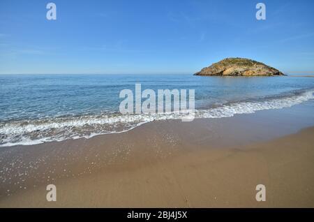 Playa de Nares am Morgen. Entlang der Küste von Mazarrón. Murcia. Spanien. - Stockfoto