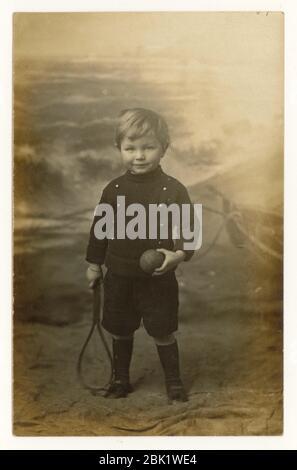 Frühe 1900's Seaside Postkarte von jungen, Eastbourne, Sussex, England, Großbritannien um 1908 - Stockfoto