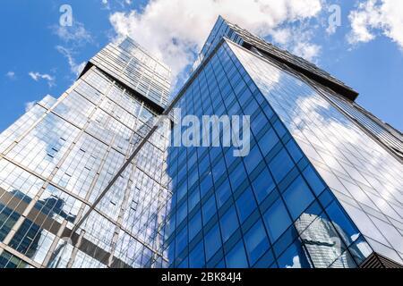 Moskau, Russland - Juli 9, 2019: Wolkenkratzer von Moskau City Komplex. Moscow International Business Center. Moderne Gebäude in Moskau - Stockfoto