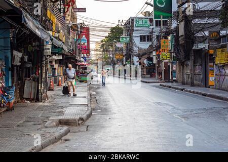 Das Rotlichtviertel Soi Nana wurde während der Pandemie von Covid 19 in Bangkok, Thailand, verlassen