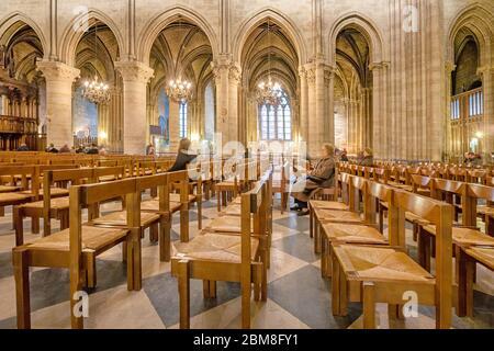 Innenraum der Notre-Dame de Paris in Paris Frankreich - Stockfoto