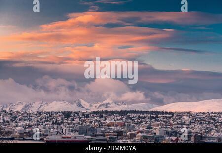 Tromso Stadt in Sonnenuntergang