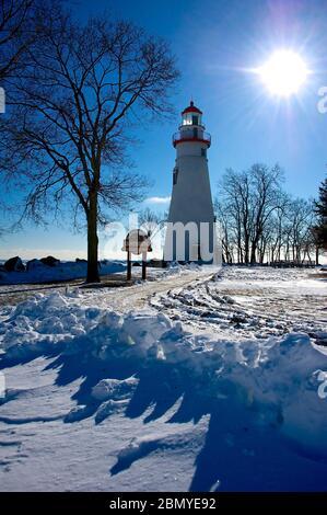 Marblehead Leuchtturm am Eriesee mit Schnee - Stockfoto