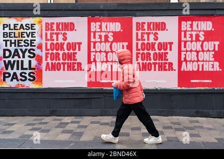 Glasgow, Schottland, Großbritannien. 14 Mai 2020. Mit Schottland noch in Covid-19 gesperrt das Stadtzentrum von Glasgow bleibt verlassen mit wenigen Mitgliedern der Öffentlichkeit auf den Straßen und Geschäfte, Büros und Restaurants geschlossen. Iain Masterton/Alamy Live News - Stockfoto