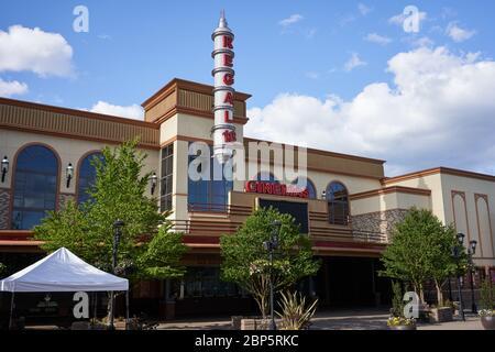 Tigard, OR, USA - 6. Mai 2020: Geschlossene Regal Cinemas-Location im Bridgeport Shopping Centre in Tigard, Oregon, während der Coronavirus-Pandemie. - Stockfoto