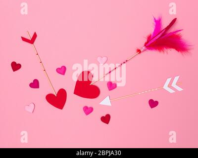 Schöne rosa valentine Hintergrund mit Liebe Pfeile und Herzen - Stockfoto