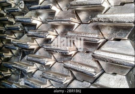 Aluminium Barren. Transport von Aluminium für den Export.