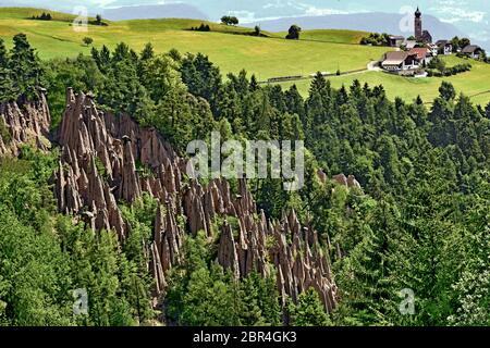 Italien - Südtirol - dolomiten - Ritten - Erdpyramiden ( Piramidi di Terra ) - Stockfoto