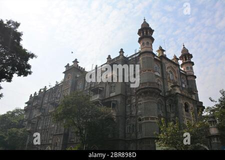 Das Majestic Hotel in Colaba, Mumbai, stammt aus dem frühen 20. Jahrhundert und ist eine Mischung aus viktorianischen, gotischen und indo-sarazenischen Stilen. - Stockfoto