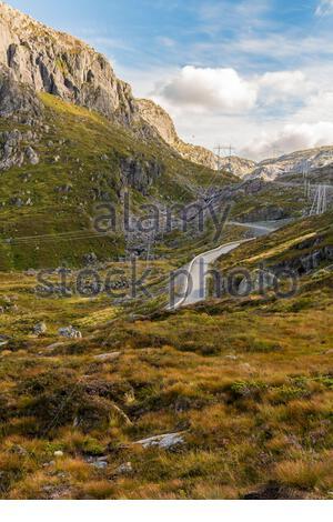 Straße zum Kjerag Kjeragbolten in atemberaubender Landschaft in Rogaland, Norwegen. - Stockfoto