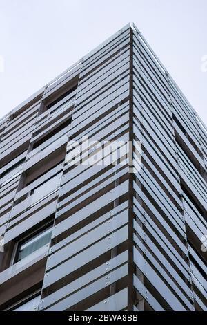 Moderner Stahl- und Glasturm in Aveiro, Portugal