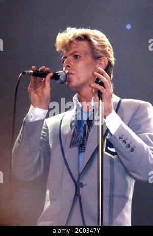 David Bowie startet seine ernsthafte Moonlight Tour mit einem Warm-Up Gig im Forest National, Brüssel, 18. Mai 1983 - Stockfoto