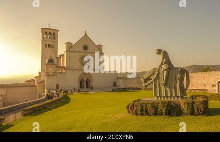 Retro-Stil Bild der Basilika San Francesco Lucini, Assisi, Italien - Stockfoto