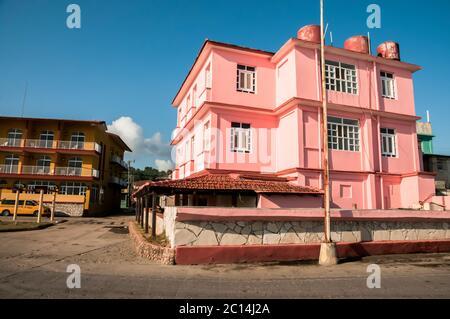 Das Hotel La Rusa auf dem Malecon in Baracoa, Kuba, hat Fidel Castro und Che Guevara als Gäste gehabt