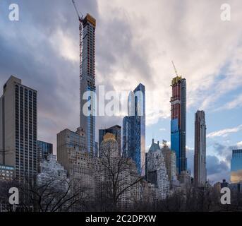 Blick auf die Stadt von Wohnungen und Bürogebäuden vom Central Park in New York City