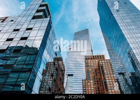 Blick auf den Wolkenkratzer der Hudson Yards vom High Line Park in Midtown New York City