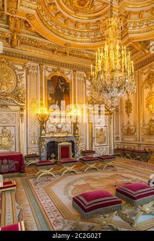 Fontainebleau, Frankreich, 30. März 2017: Innenräume des Schlosses Fontainebleau. Chateau war eines der wichtigsten Schlösser der französischen Könige - Stockfoto