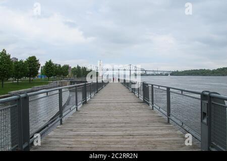 Blick auf die Bucht von Montreal am Fluss Saint Laurent, Montreal, Quebec, Kanada