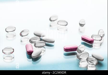 Pillen und Kapseln für die Ernährung, Anti-Aging-Schönheits-Ergänzungen, probiotische Medikamente, Pillen Vitamine als Medizin und Gesundheit - Stockfoto