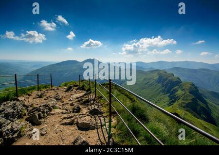 Gipfel des Puy Mary.Regionaler Naturpark der Vulkane der Auvergne, Cantal, Frankreich, Europa