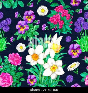 Nahtloses Muster mit Narzissen, Stiefmütterchen, Rose, Gänseblümchen auf blauem Hintergrund. Aquarell botanische Illustration mit floralen Elementen für Stoff texti - Stockfoto