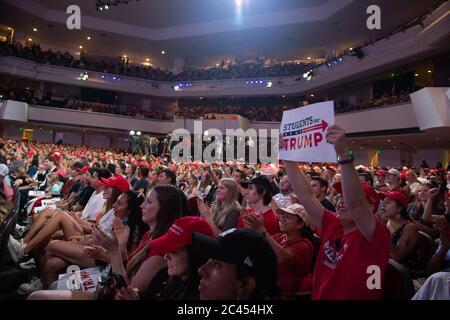 Phoenix AZ, USA. Juni 2020. Studenten für Trump bei Wendepunkt-Veranstaltung in Dream City Church in Phoenix, Arizona am 23. Juni 2020. - Stockfoto