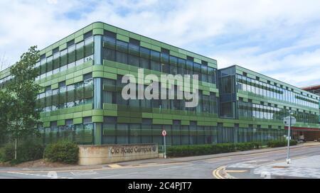 Oxford University Campus im Churchill Hospital, Oxford, UK BILD: Old Road Campus Laboratory Buildings. Impfstoffversuche mit COVID-19 sind im Gange. - Stockfoto