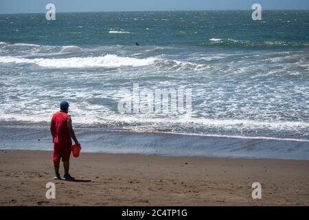 Nach einer langen Zeit der wegen der Covid-19 Pandemie geschlossen wurde, ist Rodeo Beach in den Marin Headlands endlich wieder geöffnet. - Stockfoto