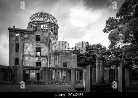 Ernüchterndes Bild des Friedensdenkmals von Hiroshima das einzige Bauwerk, das in der Nähe des Bereichs der ersten Atombombe, die 1945 explodierte, übrig blieb.