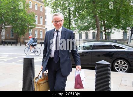 London, Großbritannien. Juni 2020. Michael Gove, Minister für das Kabinett, Kanzler des Herzogtums Lancaster, trifft im Kabinett ein. Quelle: Tommy London/Alamy Live News - Stockfoto
