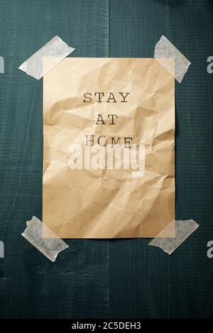 Stay at Home Text an einer Wand. - Stockfoto