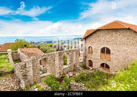 Blick von der Burg Kruja an einem schönen Sommertag, Albanien - Stockfoto