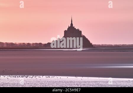 Mont Saint Michel, Frankreich, bei Sonnenuntergang - Stockfoto