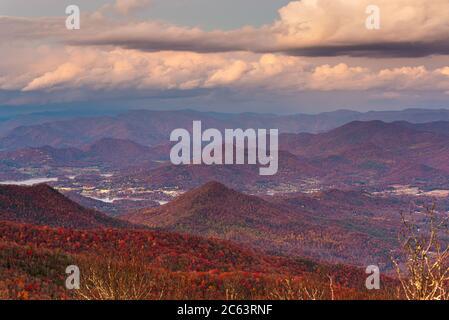 Blue Ridge Mountains bei Sonnenuntergang in Nord-Georgia - Stockfoto