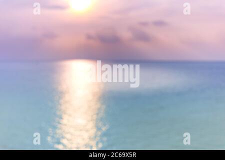 Blur sunset beach mit bokeh Sun Light Wave abstrakt Hintergrund. Travel Concept. Retro farbe Stil. - Stockfoto