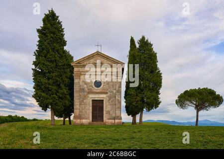 Vitaleta Kapelle im Frühling, Val d'Orcia, UNESCO Weltkulturerbe, Toskana, Italien, Europa - Stockfoto