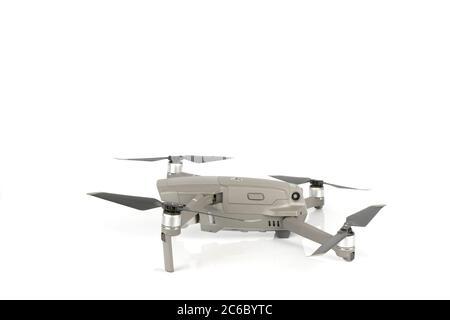 DJI Mavic 2 Pro Drohne isoliert auf weiß. Foto aufgenommen am 7. Juli 2020 in Spanien.