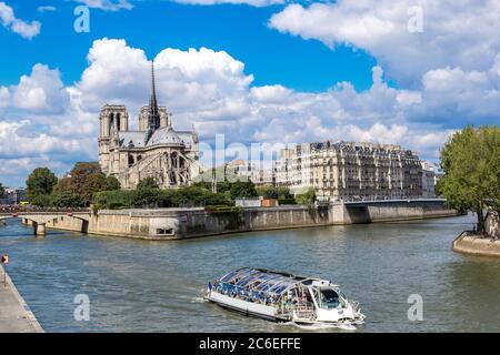 Seine und Notre Dame de Paris sind eines der berühmtesten Symbole von Paris - Stockfoto
