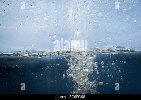Blasen im Wasser als Weltwassertag Konzept - Stockfoto