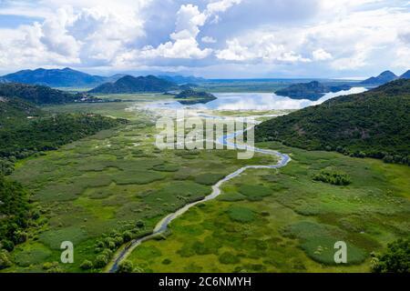 Schöne Landschaft von Rijeka Crnojevica Gebiet, Skadar See, Montenegro - Stockfoto