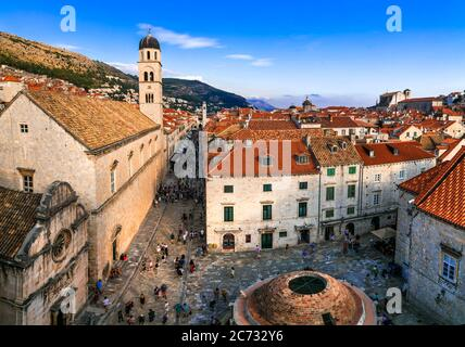 Kroatien Reisen. Dubrovnik. Blick von der Stadtmauer in der Altstadt. 18.09.2019 Stockfoto