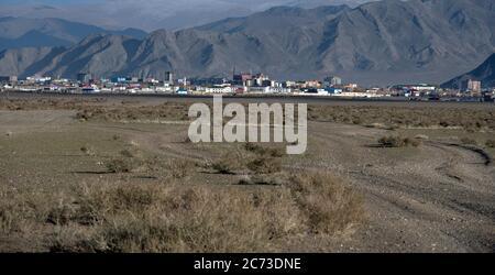 Die Stadt Olgii ist die Hauptstadt der Provinz Bayan-Olgii in der westlichen Mongolei. - Stockfoto