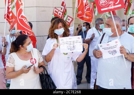 Gesundheitshelfer, die für ihre Rechte und Arbeitsbedingungen demonstrieren.
