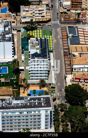 Luftbild, geschlossene große Disco Beer King, Bamboleo, Ham Street, Beer Street, Strand von Arenal mit Balneario 5, Balneario 6, Balneario 5, S'arenal, sind - Stockfoto