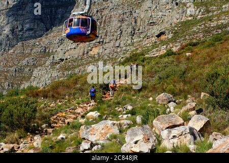 Auf dem Tafelberg zum Höhenweg hinauf.