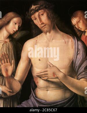 Christus unterstützt von zwei Engeln (1490) von Giovanni Santi (1435-1494, Vater von Raphael Santi) Museum der Schönen Künste in Budapest, Ungarn - Stockfoto